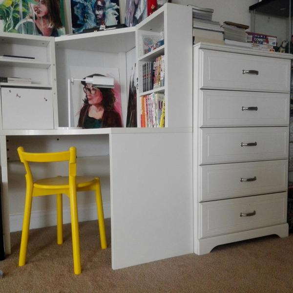 Photo of Desk and Drawe (White)