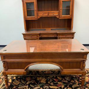 Photo of Executive desk/hutch desk