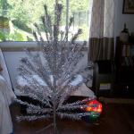 Vintage Aluminum Pom Pom Tree w/Color Wheel