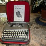 SKYRITTER PORTABLE TYPEWRITER