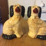 2 dog statues