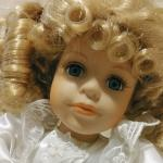 Porcelain Doll -Dan Dee - musical - Collector's Choice - 8""