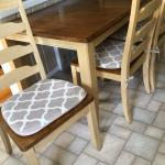 Dinette set w/4 chairs and 1 extension leave