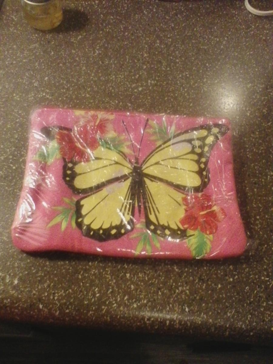 Photo 4 of Makeup bags won't find in stores