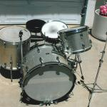 Antique drum set