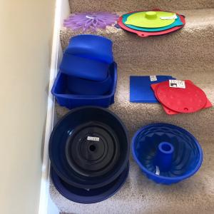Photo of Collection of various silicone items, 18 pieces