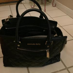 Photo of hand bags $20–$25
