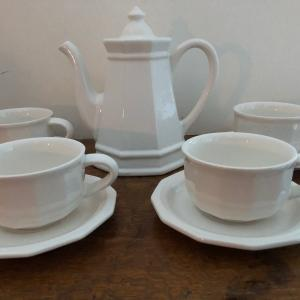 """Photo of Pfaltzgraff Heritage White 6"""" 4 Cup Teapot w/Lid & 4 Cups/Saucers---Mint!"""