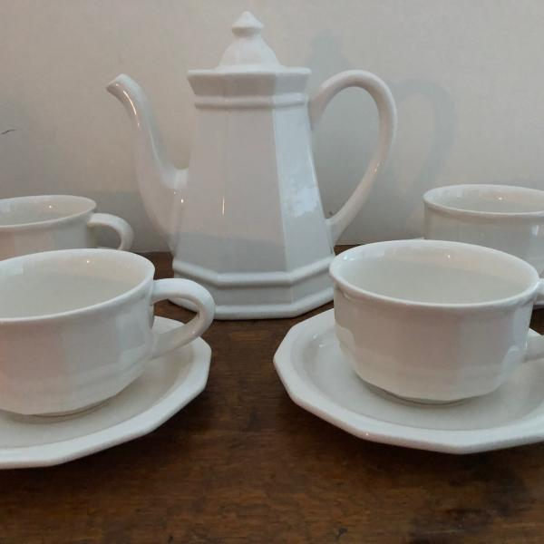 "Photo of Pfaltzgraff Heritage White 6"" 4 Cup Teapot w/Lid & 4 Cups/Saucers---Mint!"