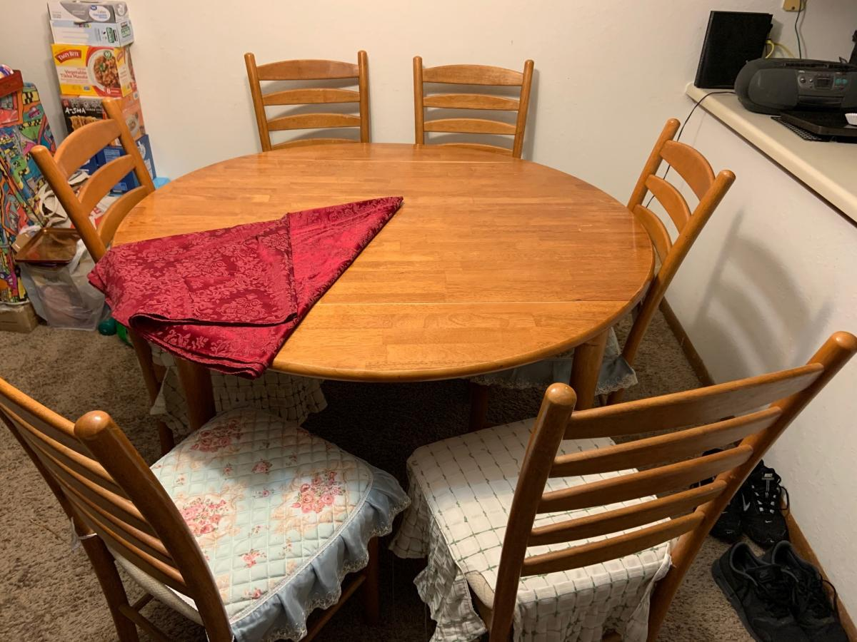 Photo 1 of Dining table
