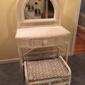 Photo of Mirrored Vanity Set