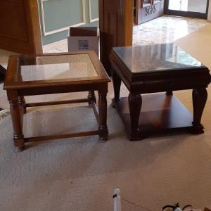 Photo of 2 end tables
