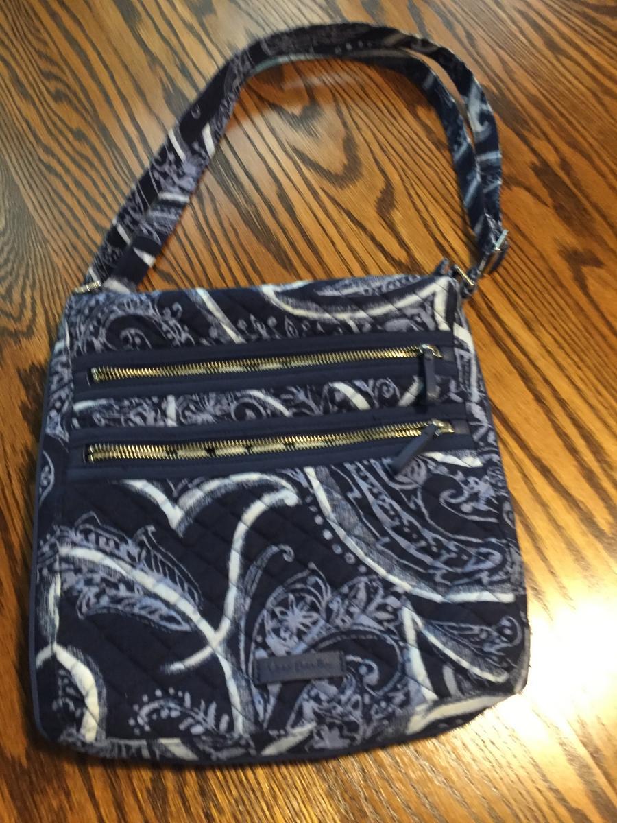 Photo 1 of Vera Bradley Shoulder Bag/Purse, 2