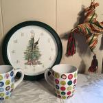 LR#432 - Singing Clock, 2 large mugs & decor