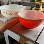 Vintage (2h Pyrex bowls