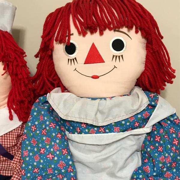 Photo of Raggedy Ann and Raggedy Andy