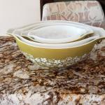 Pyrex vintage Crazy Daisy 4 piece mixing bowls
