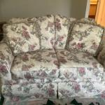 Loveseat / 2 seater couch