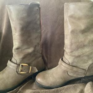 Photo of Adorable boots woman's size 8