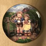 Hummel Little Companions - Country Crossroads Plate