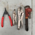 Lot of 4 spreader, 2 vise grips, pipe wrench