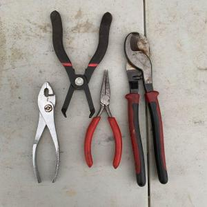 Photo of 4 pliers / cutters