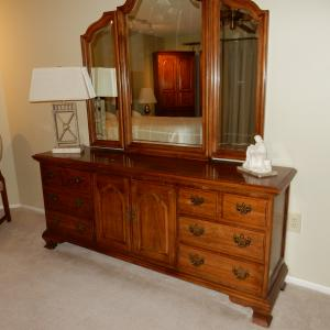 Photo of Bedroom set