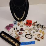 Lot 162 - Holiday & Quality Costume Jewelry
