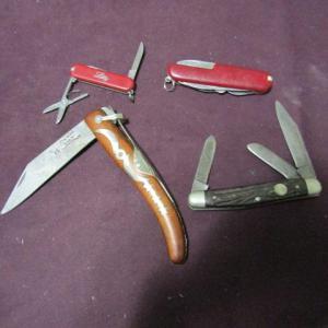 Photo of LOT 559  OKAPI, BOKER & 2 OTHER POCKET KNIVES