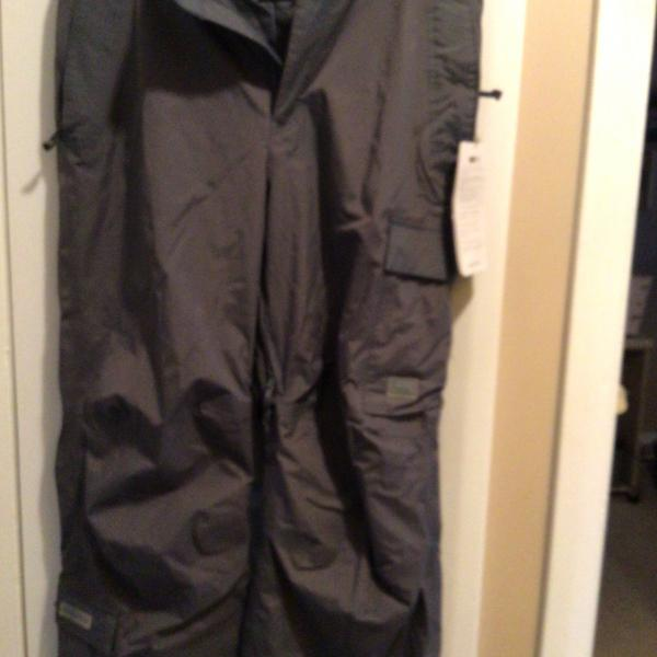 Photo of Helly Hansen cargo pants style insulated outdoor sport pants