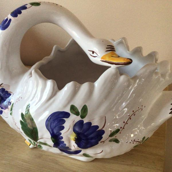 Photo of Made in Portugal Jay Willford decorative ceramic swan