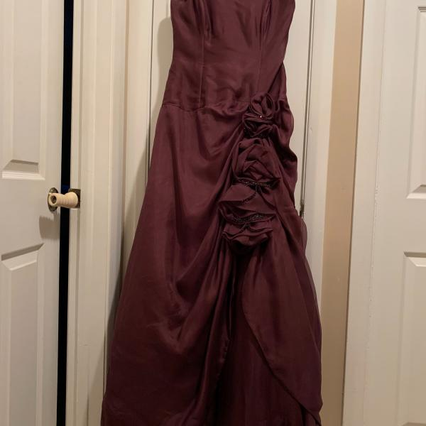 Photo of Floorlength gown, strapless burgundy color size 10