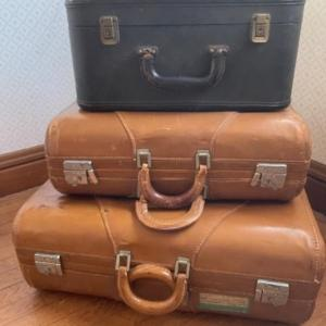 Photo of Lot 129. Set of 2 vintage 1950's Wheony Cognac suitcases and one black carry-o