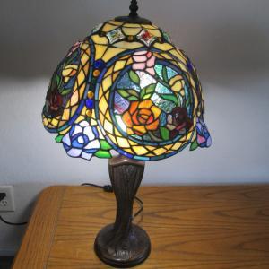 Photo of Tiffany Style  Table Lamp -Beautiful