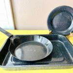 LOT 110  GRANITEWARE BAKING PAN SKILLET & 4 PLATES