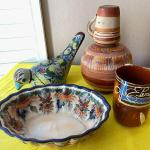 LOT 117  GROUP OF VINTAGE MEXICAN POTTERY