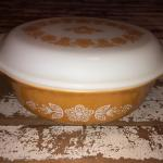 Pyrex serving piece with top