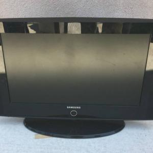 "Photo of 27"" SAMSUNG TV LCD Digital Black Model LN26A330J1D"