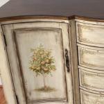 Lemon dresser