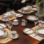 Christmas Dinnerware Set for 16!