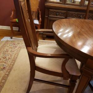 Photo of 6 dining room chairs