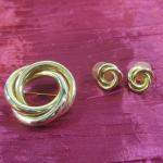 Lot 34 - Gold Tone Knot Brooch and Earrings