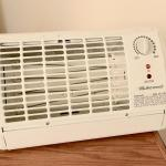 Lot 220  Small Room Heater WORKS!