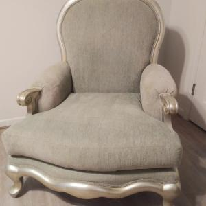 Photo of Henredon oversize chair like new