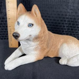 Photo of Vintage 1987 Sandicast Siberian husky figurine Red & White Blue Eyes sculpture #