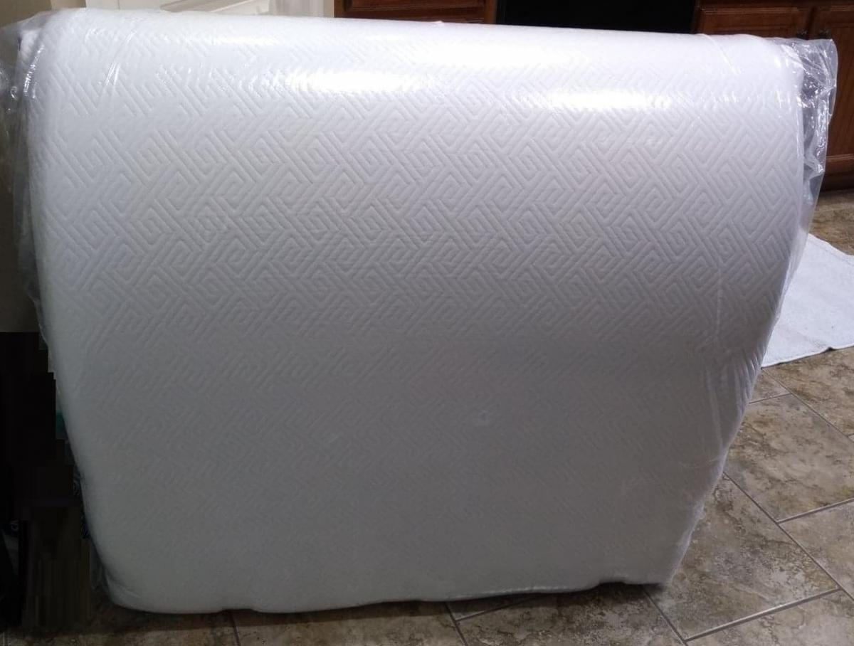 "Photo 2 of Twin 8"" memory foam mattress preowned, unused still in original wrap"