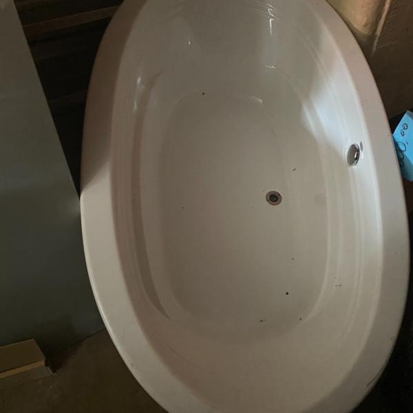 """Photo of 6ft 4"""" Large Tub"""