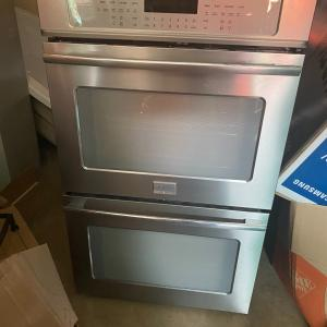 Photo of Frigidaire double oven