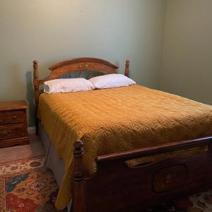 Photo of Queen 4 Piece Bedroom Set