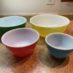 Complete set vintage Pyrex mixing bowls
